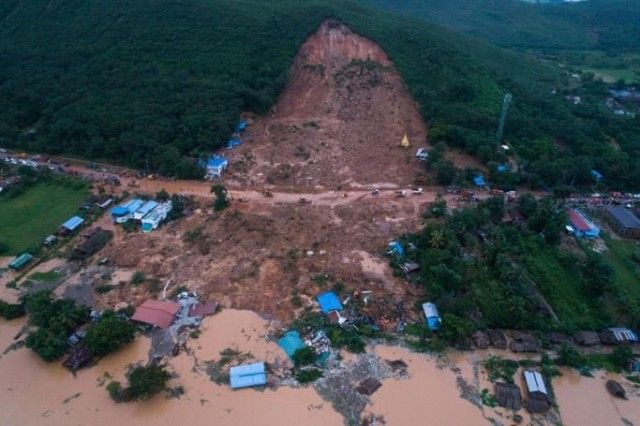 landslide-in-thalphyugone-village-in-paung