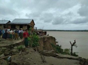 Riverbank erosion causes emergency move of households in Pyi